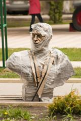 Памятник перед установкой на постамент