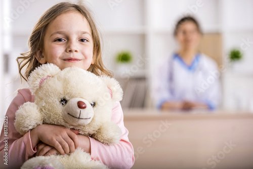 Little girl in a doctor - 81781225