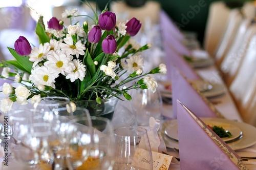 Restauracja, nakrycie stołu okolicznościowego.