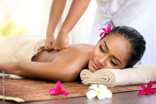 Balinese massage in spa environment - 81786263