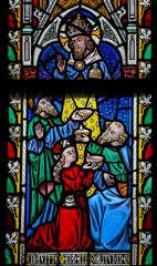 Stained Glass window depicting the Bible verse Deuteronomium 8:1
