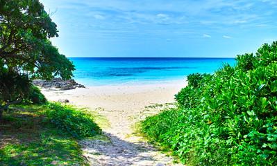 伊良部島の渡口の浜ビーチへの東側の入り口