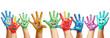 Panorama aus vielen bunten Kinderhänden