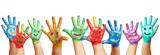 Panorama aus vielen bunten Kinderhänden - 81797465