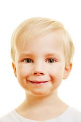 Gesicht von einem blonden Kind