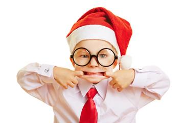 Kind zieht Grimasse an Weihnachten