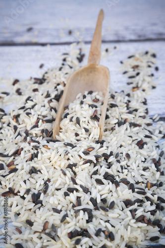 Bio-Basmati-Reis, schwarz, weiß, kleine Holzschaufel - 81803868