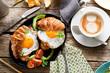 Leinwandbild Motiv Frühstuck Croissant und Spiegelei