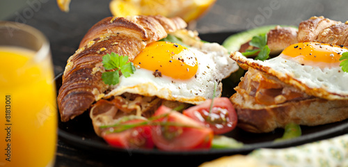 Frühstuck Croissant und Spiegelei  - 81813001
