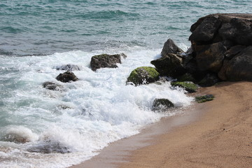 Камни на пляже у моря