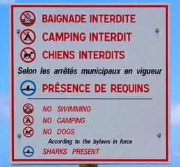 panneau d'interdiction sur plage de l'île de la Réunion