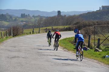carrera ciclista en primavera