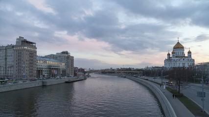 Москва река, Театр эстрады и Храм Христа Спасителя