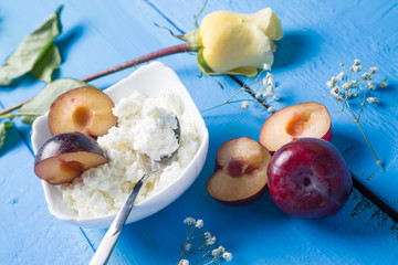 Cottage cheese and plum