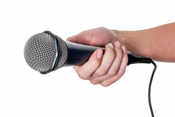 Frau hält Mikrofon