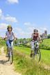 Zwei Frauen beim Radfahren