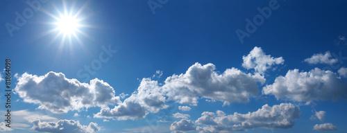 Sonnenstrahlen am Wolkenhimmel