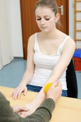 Ergotherapie und Stimulation mit Igelball