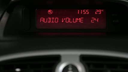 Vehicle stereo screen volume control