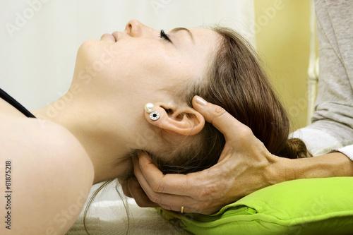 Leinwandbild Motiv Osteopathie von Nacken und Halswirbel