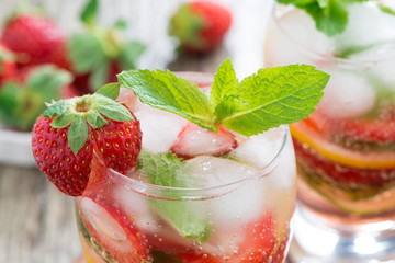 refreshing strawberry and citrus lemonade with mint
