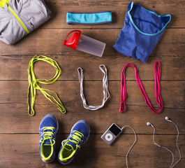 Shoelaces run sign and various running stuff on a wooden floor