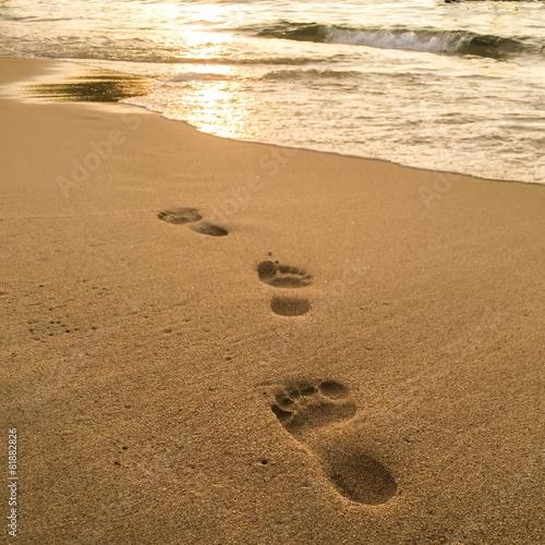 Footprints on the sand beach on tropical island - 81882826