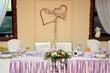Stół weselny dla młodej pary.