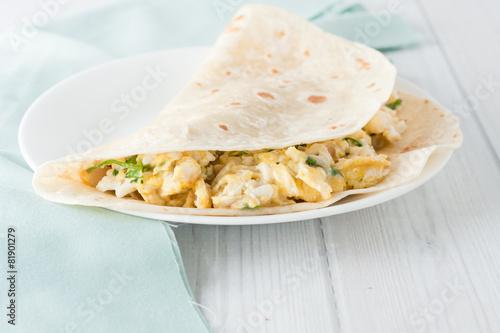 breakfast egg burrito - 81901279