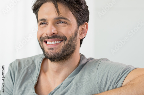 Happy man smiling - 81911679