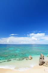 南国の美しいビーチと紺碧の空