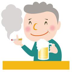 ビールを飲んでタバコを吸う男性