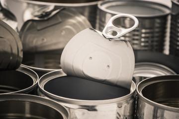 Recycling aluminum metal cans