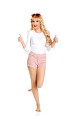 Blonde woman in sunglasses with thumbs up.