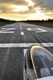 Segelflugzeug auf der Landebahn