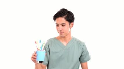 笑顔の歯科医