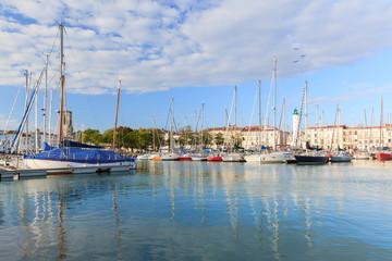 phare et bassin à La Rochelle