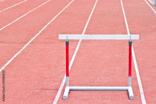 Aluminium Luchtsport hurdles on the red running track