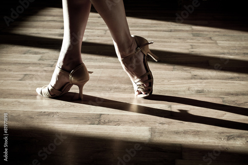 Fotobehang Dans Female feet on the dance floor