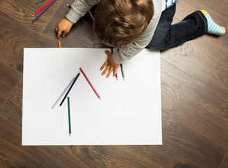 Toddler drawing on the floor