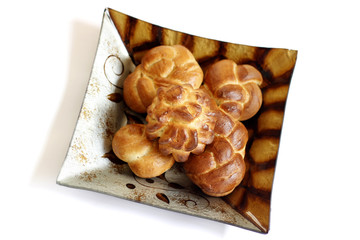 Shabbat challah on decorated plate