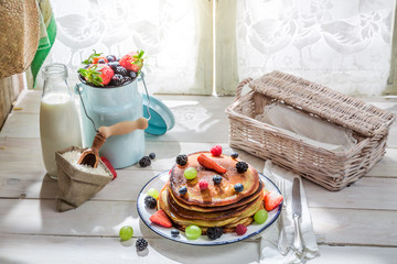 American pancakes with fresh fruits