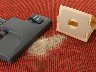 Staubsauger mit Staubsaugerbeutel auf Teppich