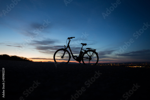 Poster Fietsen electric bicycle in sunset