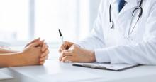 "Постер, картина, фотообои ""patient and doctor taking notes"""