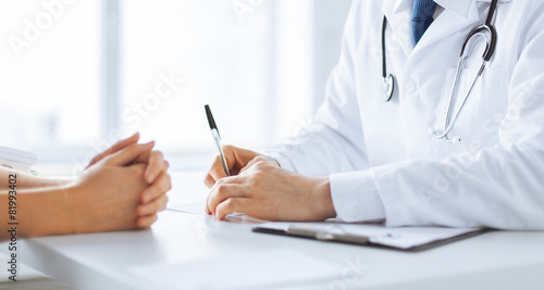 patient and doctor taking notes - 81993402