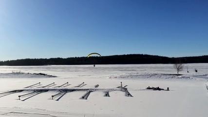 winter hang gliding