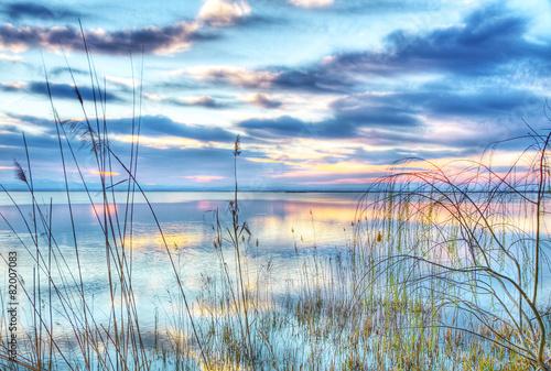el lago de los reflejos de colores