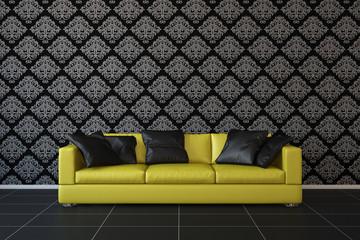 Gelbes Sofa im Wohnzimmer vor Tapete