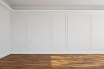 Leerer weißer Raum mit Stuck an der Wand